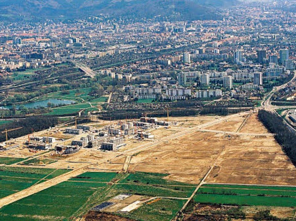 Bereits 1996 zogen im ersetn Bauabschn...um herum war alles noch wüst und leer.  | Foto: STadtplanungsamt