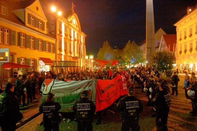 Linke Szene demonstriert gegen Nazi-Aufmarsch in Offenburg – Demo aufgelöst