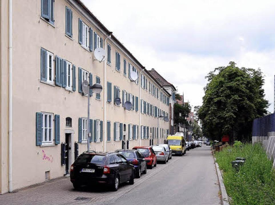 Wiederaufgebaut wurden die Gebäude an der Bahnlinie im Stil der 50er Jahre.    Foto: Ingo Schneider