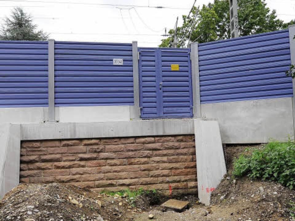 Lärmschutzwände an der Ferrandstraße.    Foto: Ingo Schneider