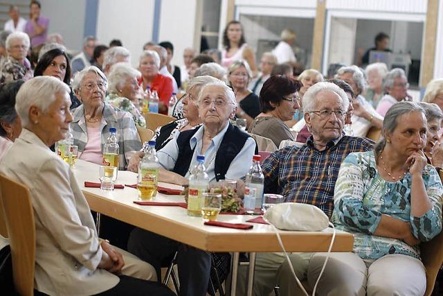 Mehr Besucher als erwartet sind beim ersten Hohberger Seniorentag