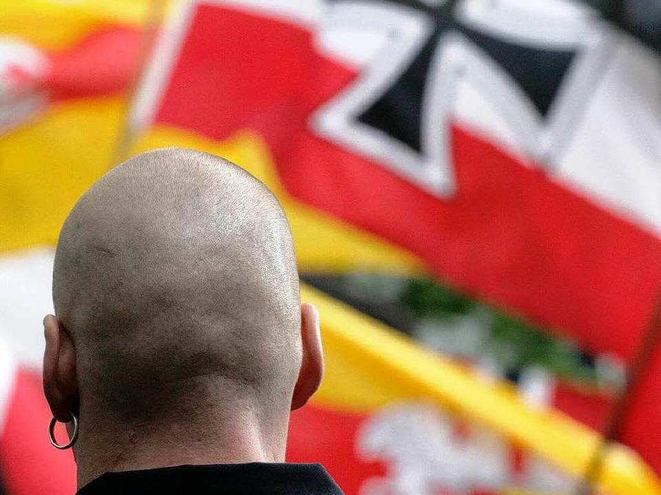Rechtsextremer bei einer Demonstration der NPD.  | Foto: ddp