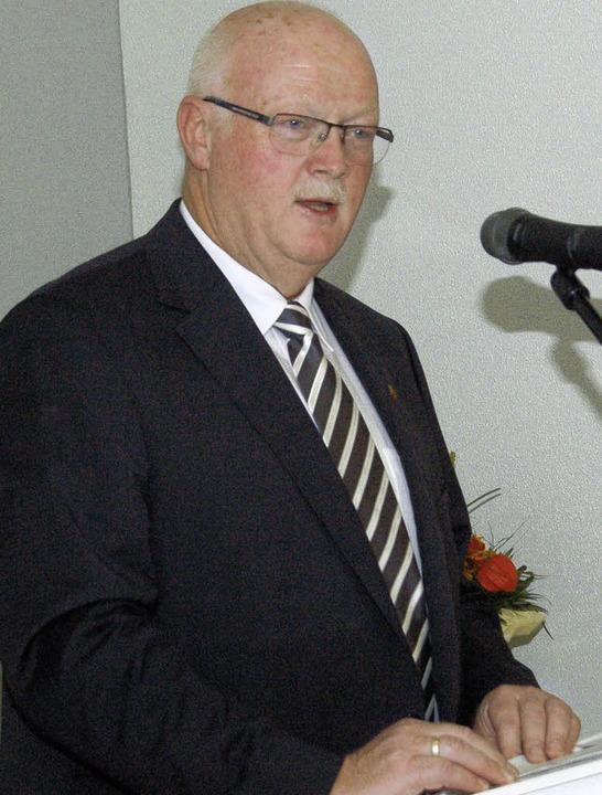 Josef Hügele dankte den Gratulanten be...einrichtungen ein munteres Ständchen.   | Foto: Manfred Frietsch