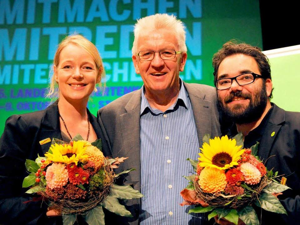 Landesvater Winfried Kretschmann umrah...hekla Walker (l.) und Chris Kühn (r.).    Foto: dpa