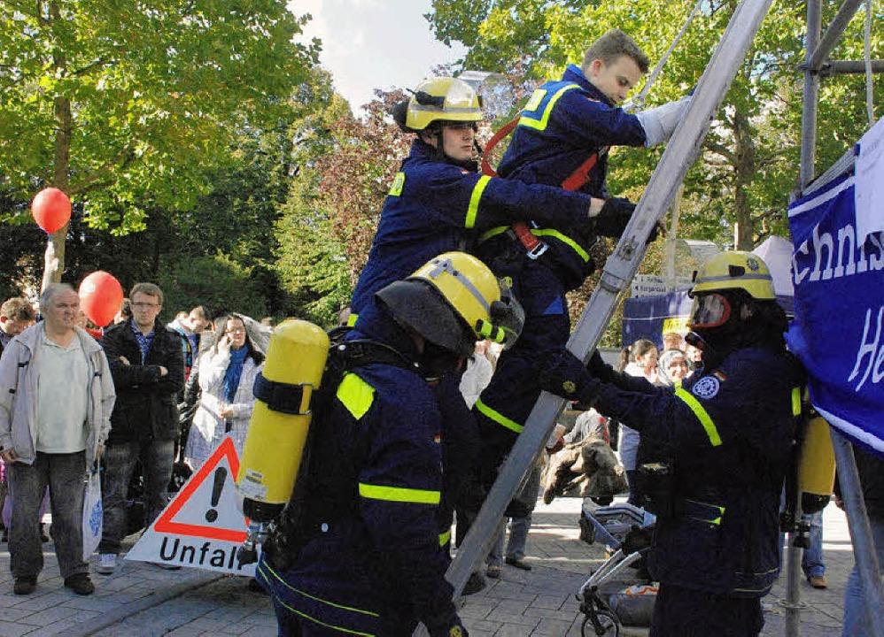 Kein Unfall: Das THW präsentiert sich ...chsene gleichermaßen begeistert sind.   | Foto: Maja Tolsdorf