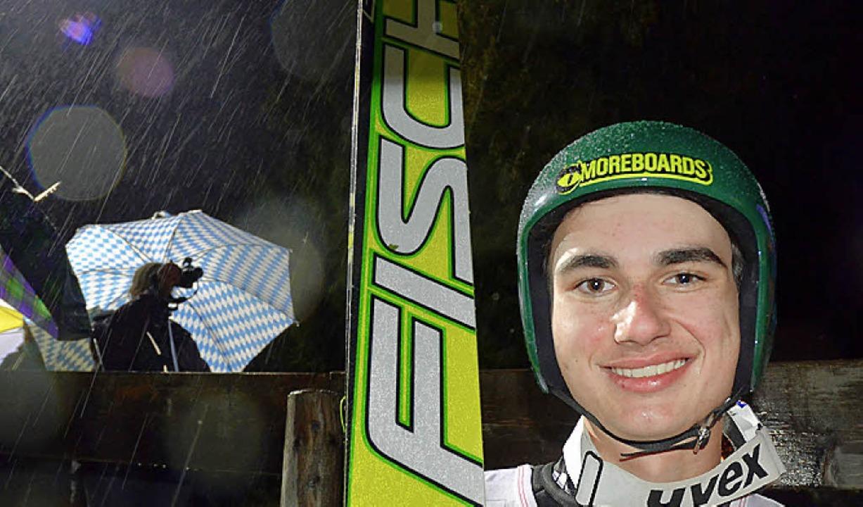 Strahlender Sieger im Dauerregen am Sa...as Löffler  gewann den Juniorentitel.   | Foto: bachmann