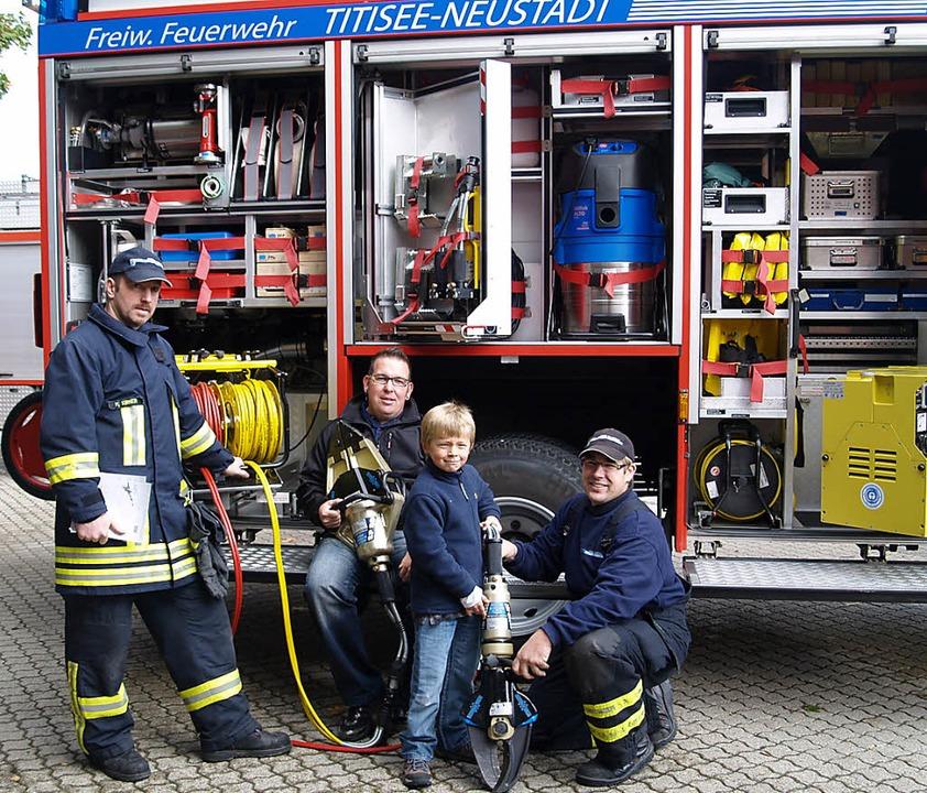 Nachwuchs mit Rettungsschere: Über ihr...nformierte die Feuerwehr in Neustadt.   | Foto: Martina Bodenlos