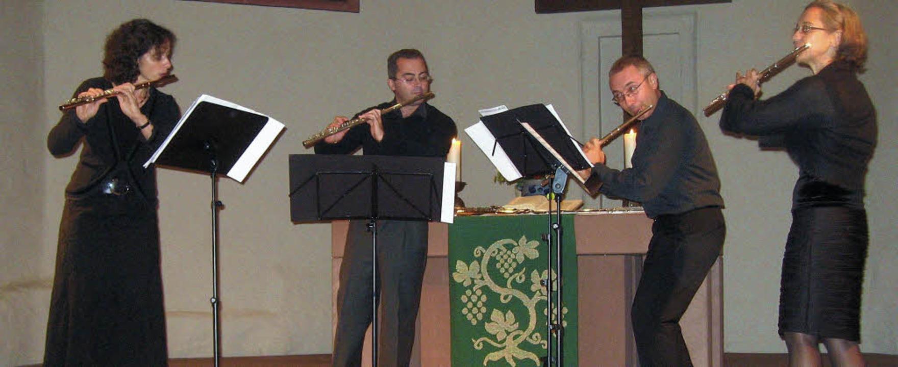 das Flötenquartett EmCos begeisterte i...maso Rossi und  Angelika Kuen-Durando.  | Foto: Hildegard Karig