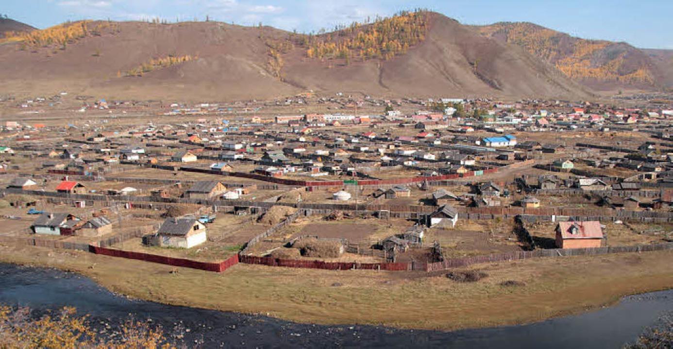 In der mongolischen Stadt Tunkhel ging...d landesweit illegal im Bergbau tätig.  | Foto: Michael Billig
