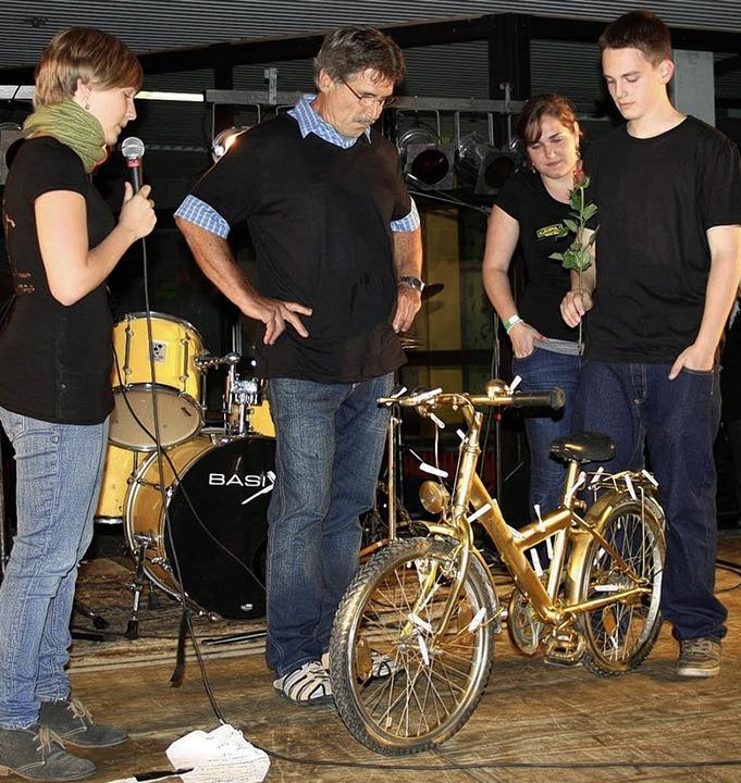 Albert Riesterer mit Schülern des Faust-Gymnasiums   | Foto: privat