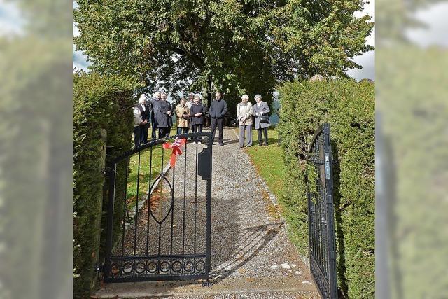 Würdiges Tor für Friedhof