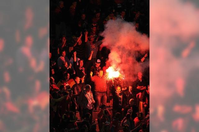 Pyro im Badenova-Stadion: Bayern-Fan kommt davon
