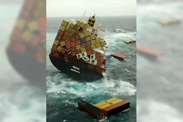 Risse in Frachter Rena