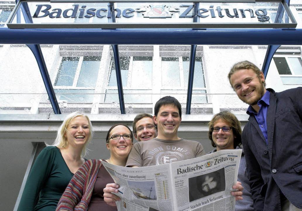Die BZ-Volontäre 2011 vor dem Freiburg...as Frey und Max Schuler  (von links).   | Foto: wolfgang grabherr