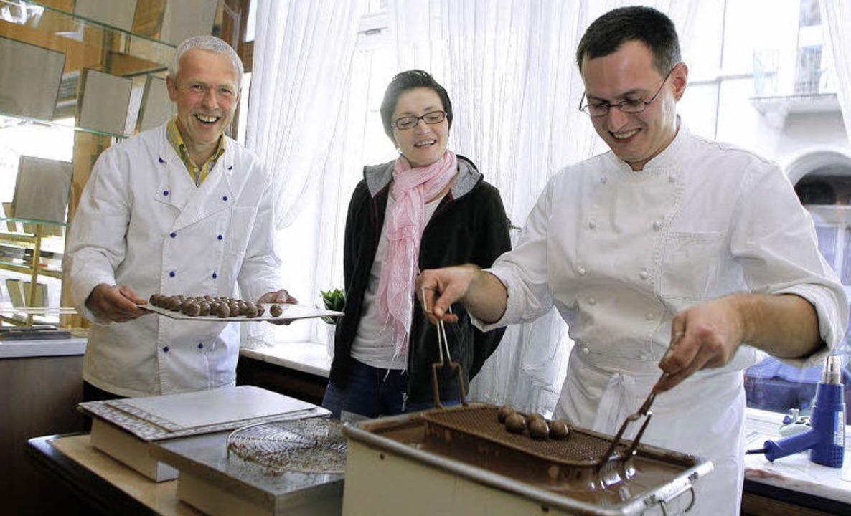Zum 100-jährigen Bestehen des Café Bau...Rechts sein Mitarbeiter Heiko Lüders.   | Foto: heidi fössel