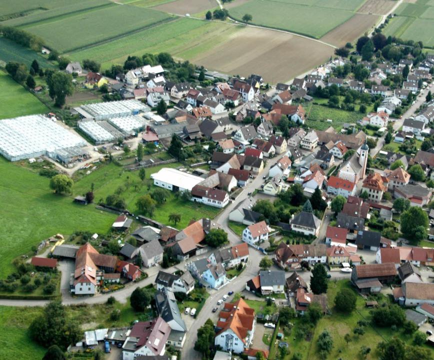 Blick auf Neuershausen: Viele Bürger d...teils wünschen sich ein Neubaugebiet.   | Foto: Brigitte Sasse