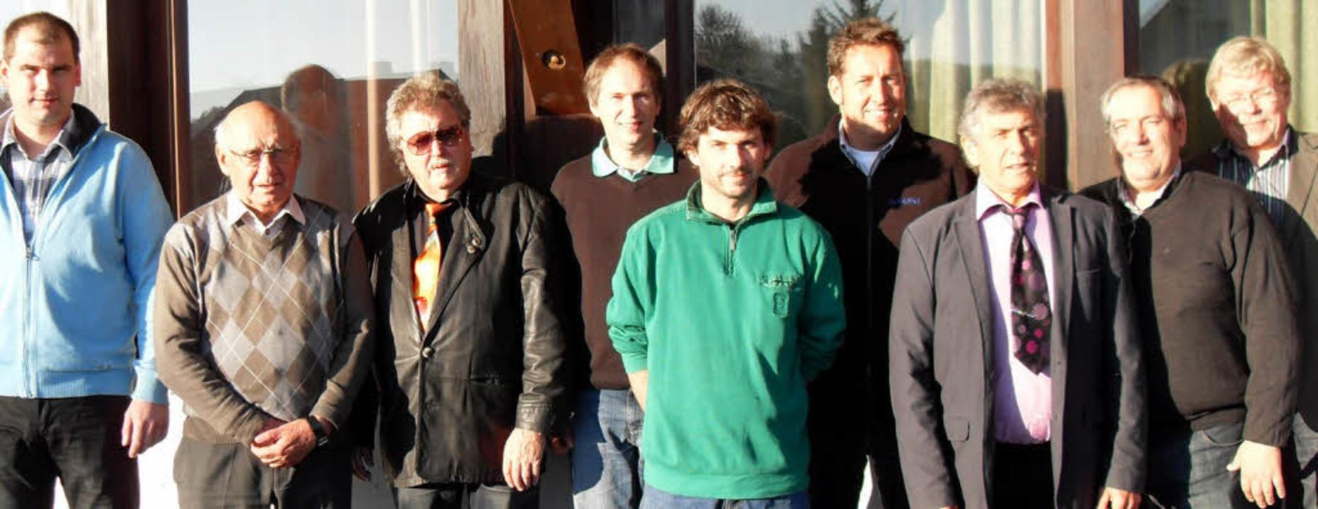 Zum Kegelclub gehören im Jubiläumsjahr...nger und Wolfgang Pollex (von links).   | Foto: Siegfried Krex
