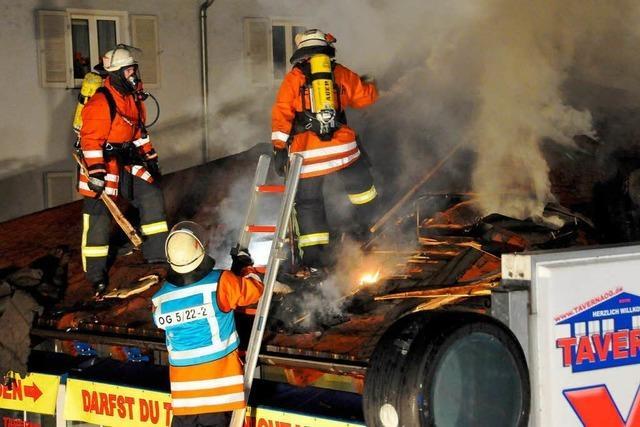 Großbrand zerstört Imbiss und eine Pizzeria in Offenburg