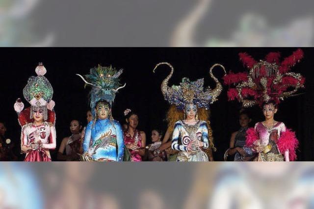Exotische Kostüme und barocke Musik