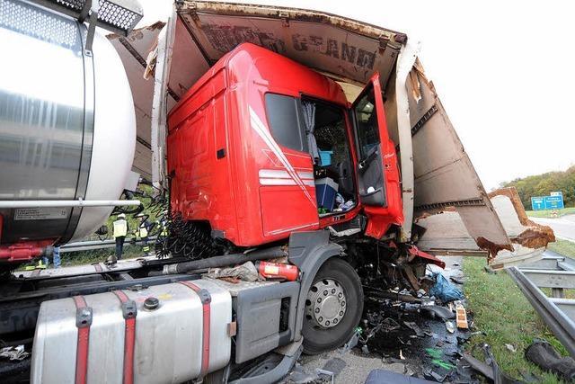 Lkw-Fahrer schwer verletzt