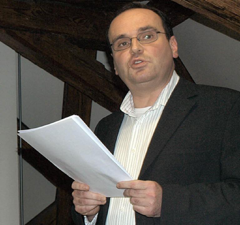 Autor Christian Dreier erläutert die von ihm rekonstruierte Forumsbasilika
