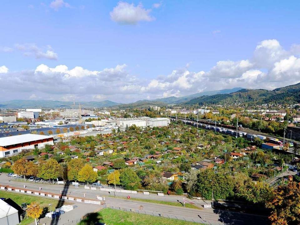 Wo sich derzeit die Kleingartenanlage ...t, könnte ein neues SC-Stadion stehen.    Foto: Ingo Schneider