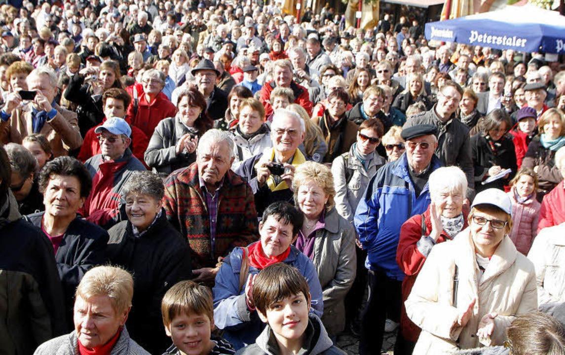 Volles Haus: Die Bühne auf dem Marktplatz war am Wochenende dicht belagert.  | Foto: HEIDI FÖSSEL