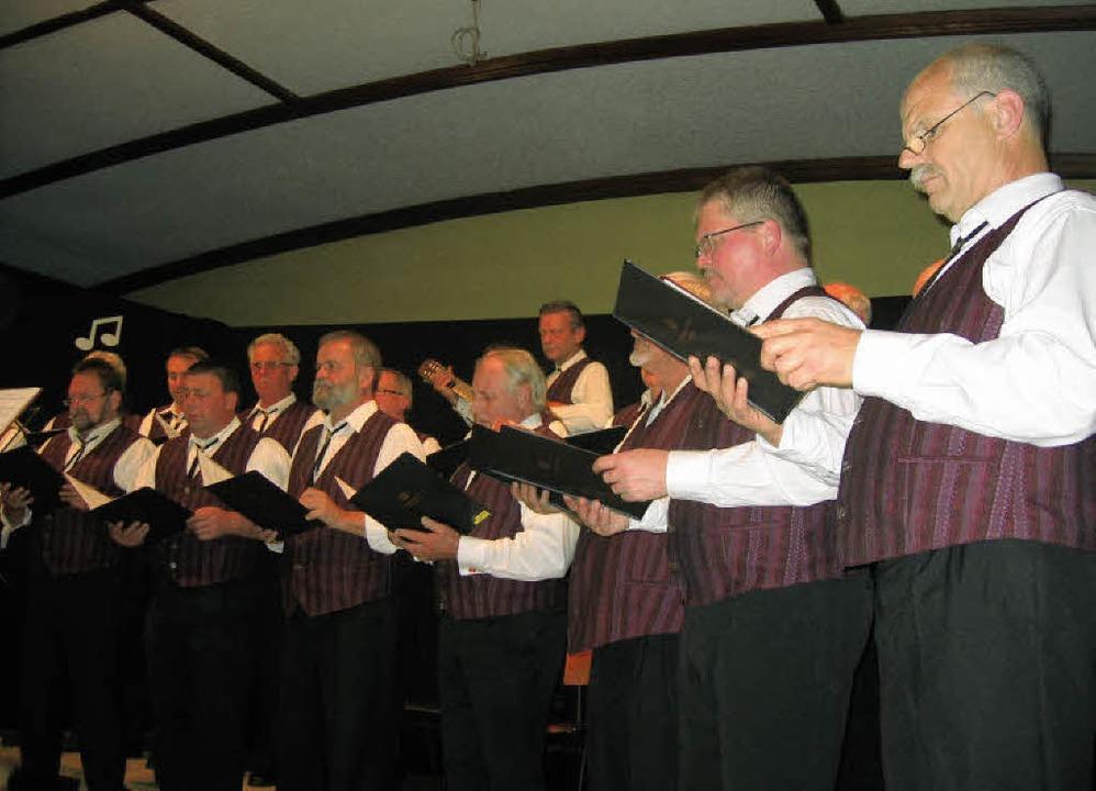 Mit  dem   Herbstkonzert  beendete der...ng  das  Jubiläumsjahr fröhlich  aus.   | Foto: Ingeborg Grziwa