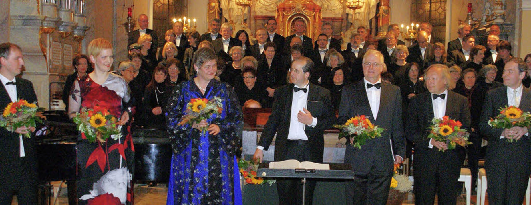 Viel Applaus und Blumen gab's am...chenkonzerts am Sonntagabend in Wehr.   | Foto: Hrvoje Miloslavic