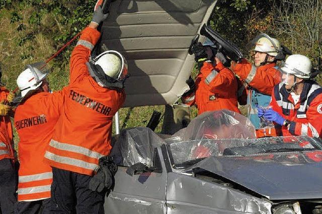 Feuerwehr führt Spendern die neuen Geräte vor