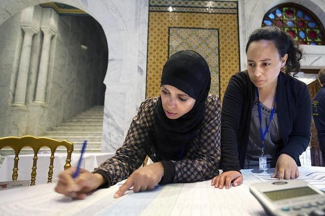 Islamische Partei liegt nach ersten freien Wahlen vorn