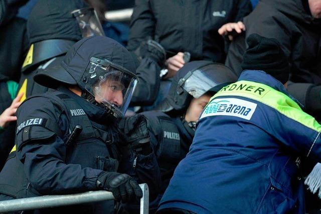 Fußball: Immer mehr Verletzte bei Fanausschreitungen