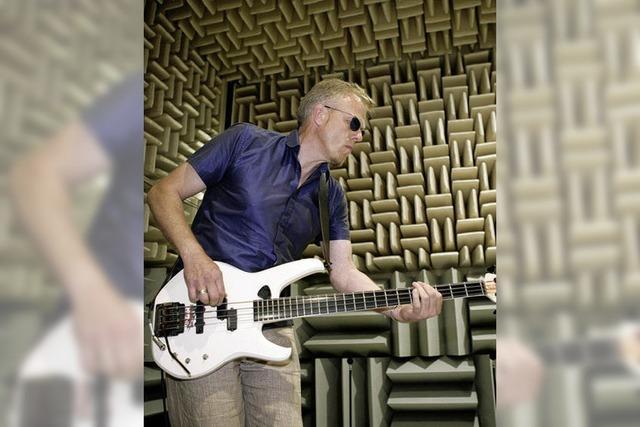 Der Mann am funky Bass