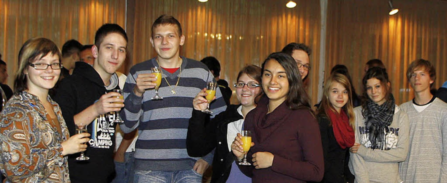 Jugendgemeinderäte aus dem ganzen Land...n auf ein Gelingen ihres Treffens an.   | Foto: Heidi Fössel
