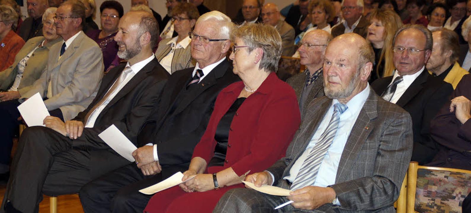 Bei der Gedenkfeier für Karl Kurrus wu...nd Bürgermeister Hans-Joachim Schwarz.  | Foto: Ilona Hüge