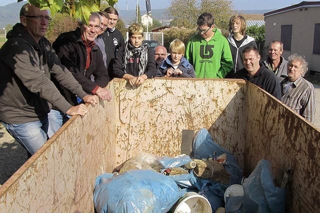 Am Rhein sammelt sich allerhand Müll