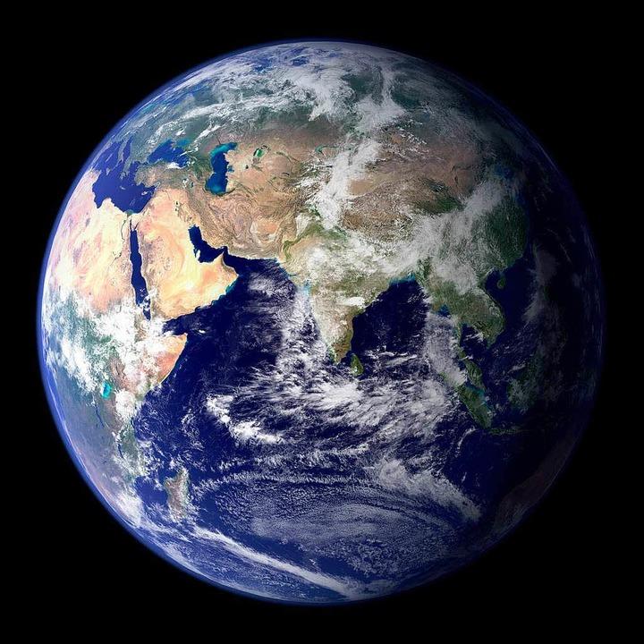 Der hohe Ressourcenverbrauch bedroht die Umwelt auf dem Planeten Erde.  | Foto: DPA