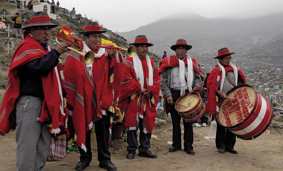 An Allerheiligen haben die Musiker Hoc...ng spielen sie auf zu Ehren der Toten.