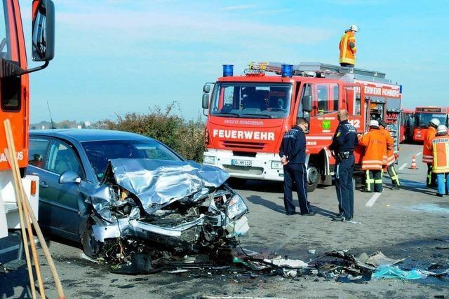 B3 war voll gesperrt: Schwerer Unfall bei Friesenheim