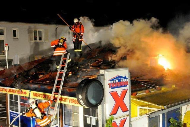 Großbrand: Hinweise auf Brandstiftung nach Imbiss-Einbruch