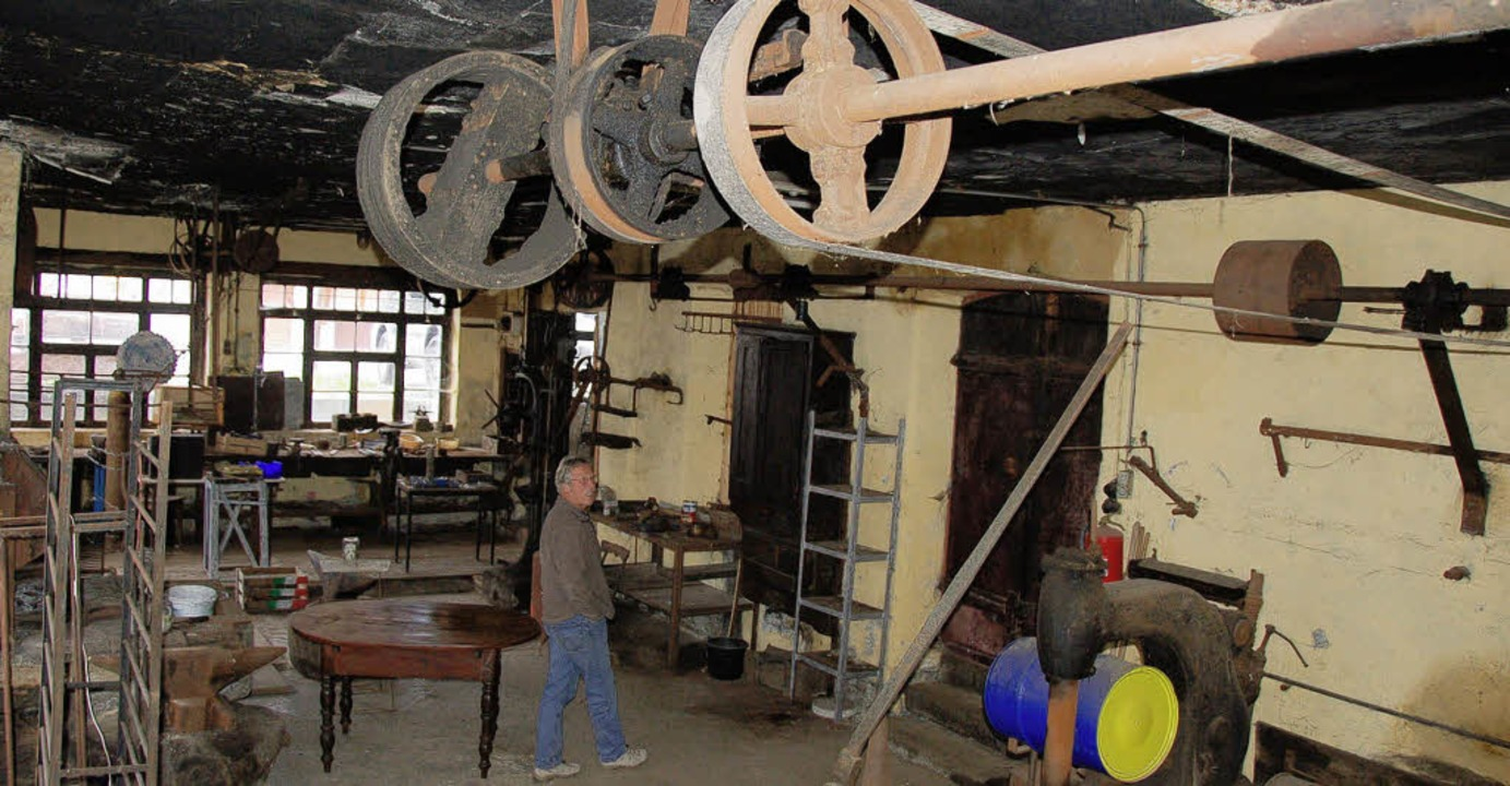 Die alte Mambacher Schmiedewerkstatt: ...(rechts) nur mal kurz weggegangen wäre  | Foto: Hermann Jacob