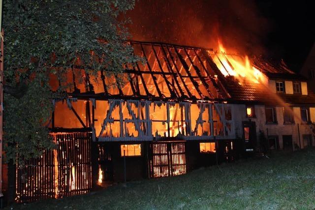 Großbrand auf einem Bauernhof in Unadingen