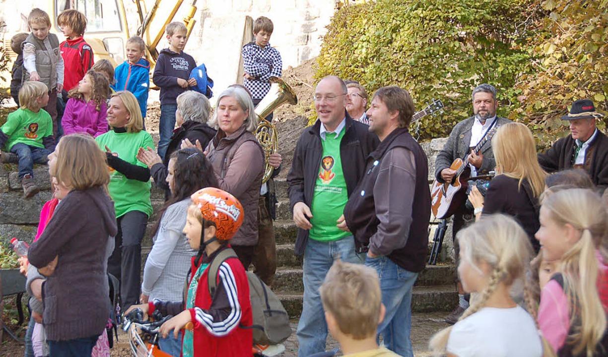 Nicht nur die Mitglieder des Rotary-Cl...nach Grafenhausen transportiert wurde.