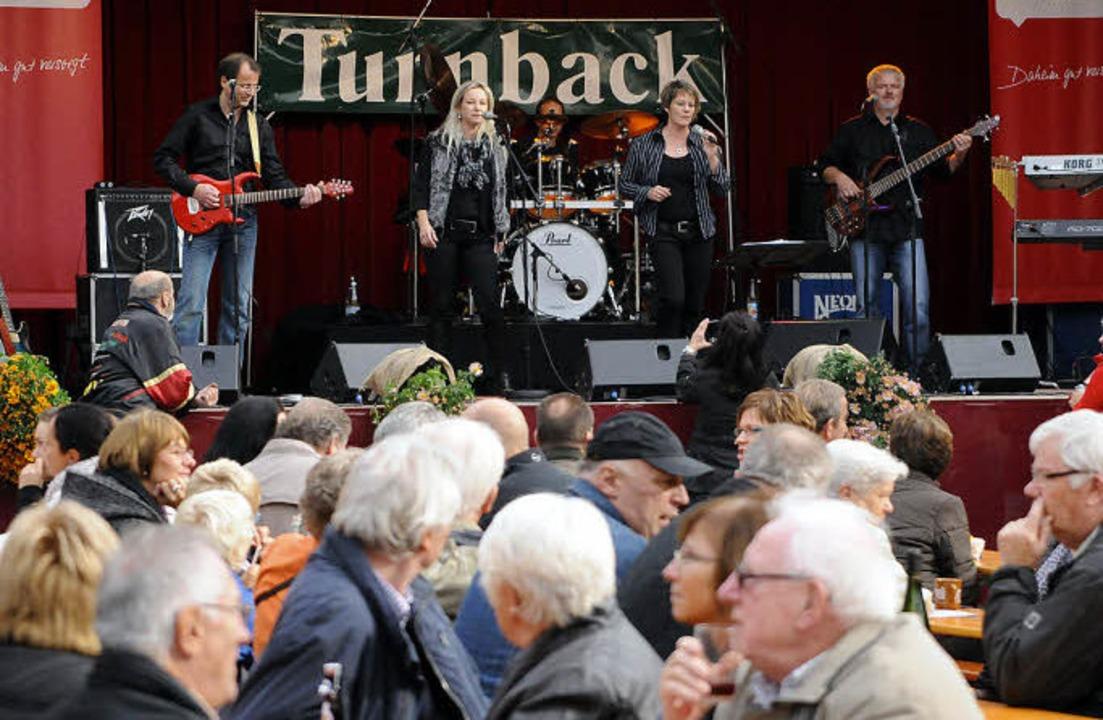 Nicht wenige Besucher auf dem Marktpla... den Namen der Band wörtlich genommen.  | Foto: WOLFGANG KÜNSTLE