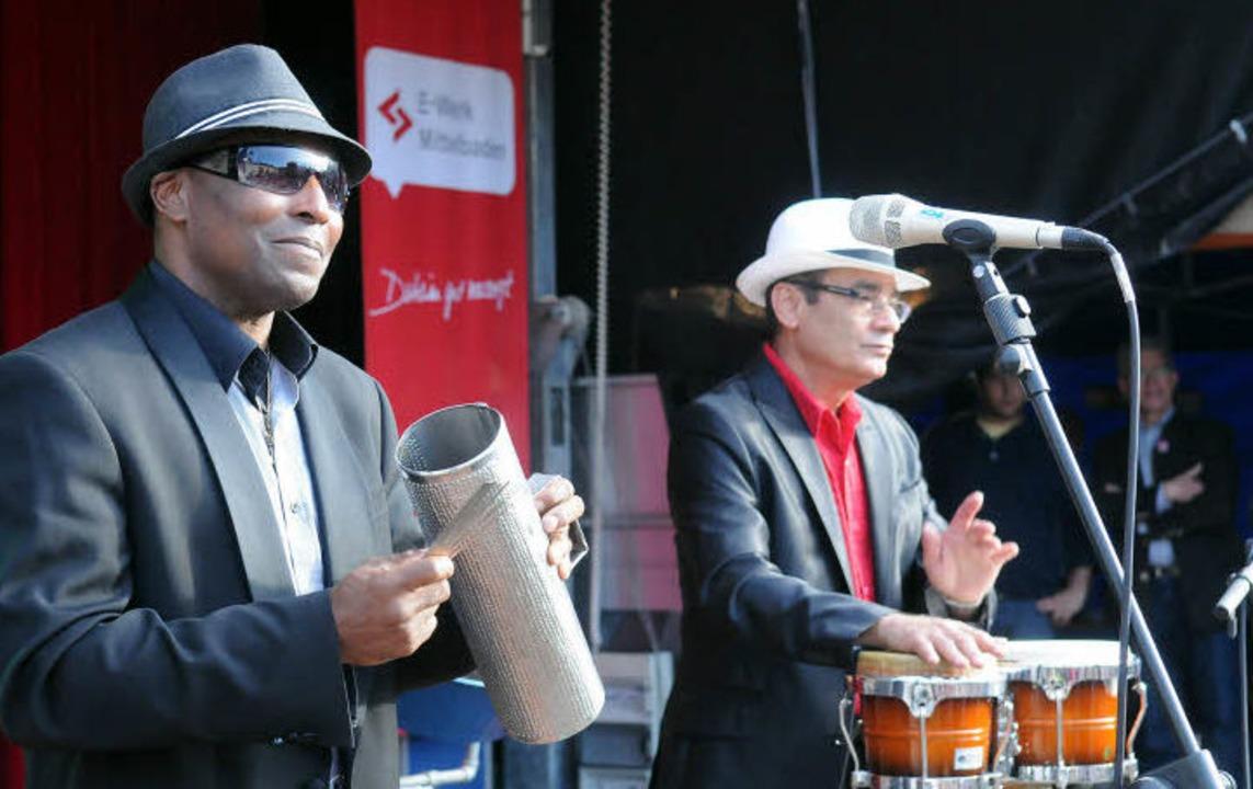 Rhythmen, die in die Beine gehen: Héctor René Colón auf dem Marktplatz  | Foto: WOLFGANG KÜNSTLE