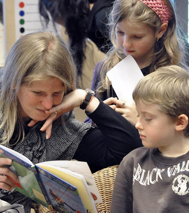 Bücher blättern Welten auf – das...ntstand bei der Kinderbuchmesse 2010.   | Foto: Ruda
