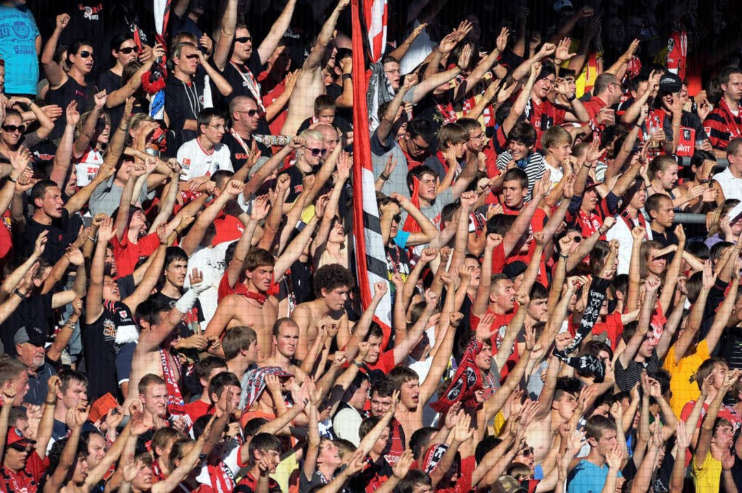 SC-Fans sollen nur mit personalisierte... zum Auswärtsspiel zur TSG Hoffenheim.  | Foto: dpa