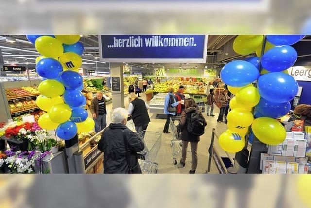 Kundenansturm aufs neue E-Center in der Lörracher Straße