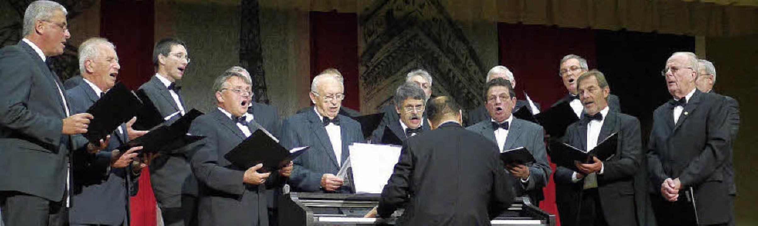 Die Windener Chorsänger gestalteten ei...s, zu dem sie Gäste eingeladen hatten.  | Foto: Eberhard Weiß