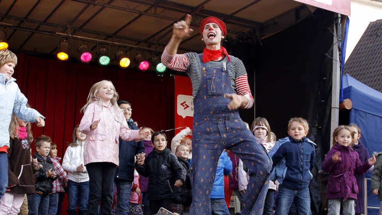 Beim Ein-Mann-Kindertheater Ichmael werden auch die Kinder mit einbezogen.   | Foto: Heidi Fössel
